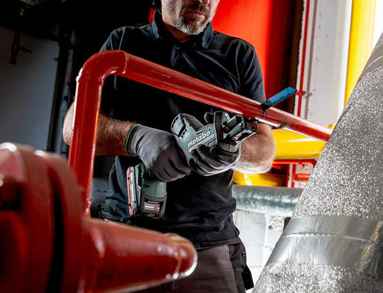 Des coupes rapides et efficaces avec les scies sabres 18 V SSE 18 LTX BL
