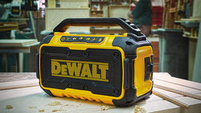 Animez vos chantiers avec la nouvelle enceinte bluetooth DCR011 DEWALT