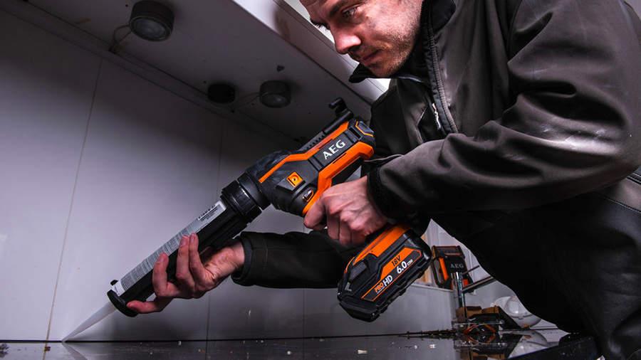 Test et avis du pistolet à silicone sur batterie BKP18C-310 LI-201B AEG