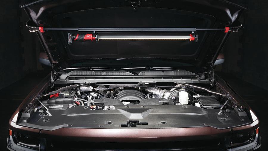 Baladeuse LED pour capot sur batterie M12 UHL Milwaukee