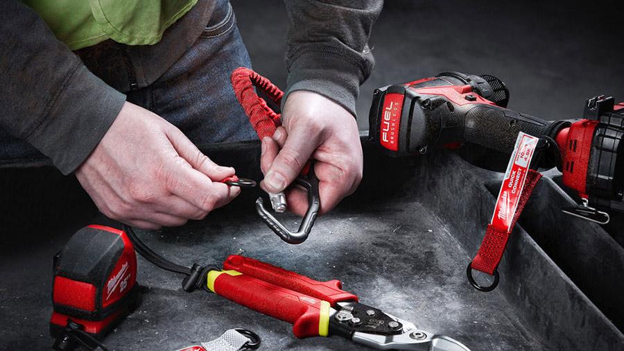Sécurisez vos outils jusqu'à 4,5 kg avec la nouvelle lanière de sécurité 4932471351 Milwaukee