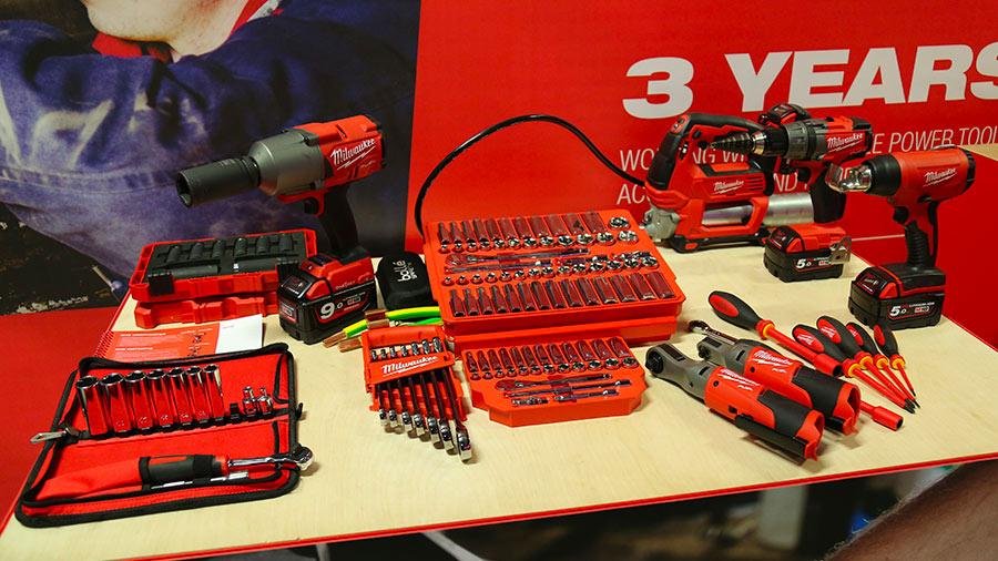 Gamme d'outils sans fil pour l'automobile M18 et M12