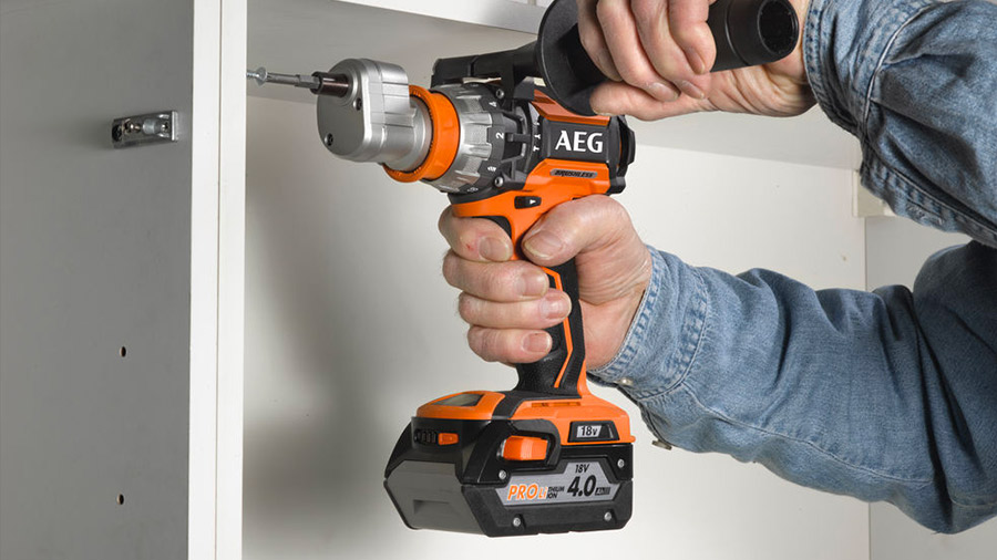Perceuse visseuse à percussion BSB 18CBL li AEG Powertools